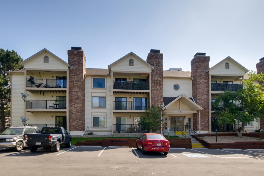 Photo of home for sale at 15911 Dakota Place E, Aurora CO