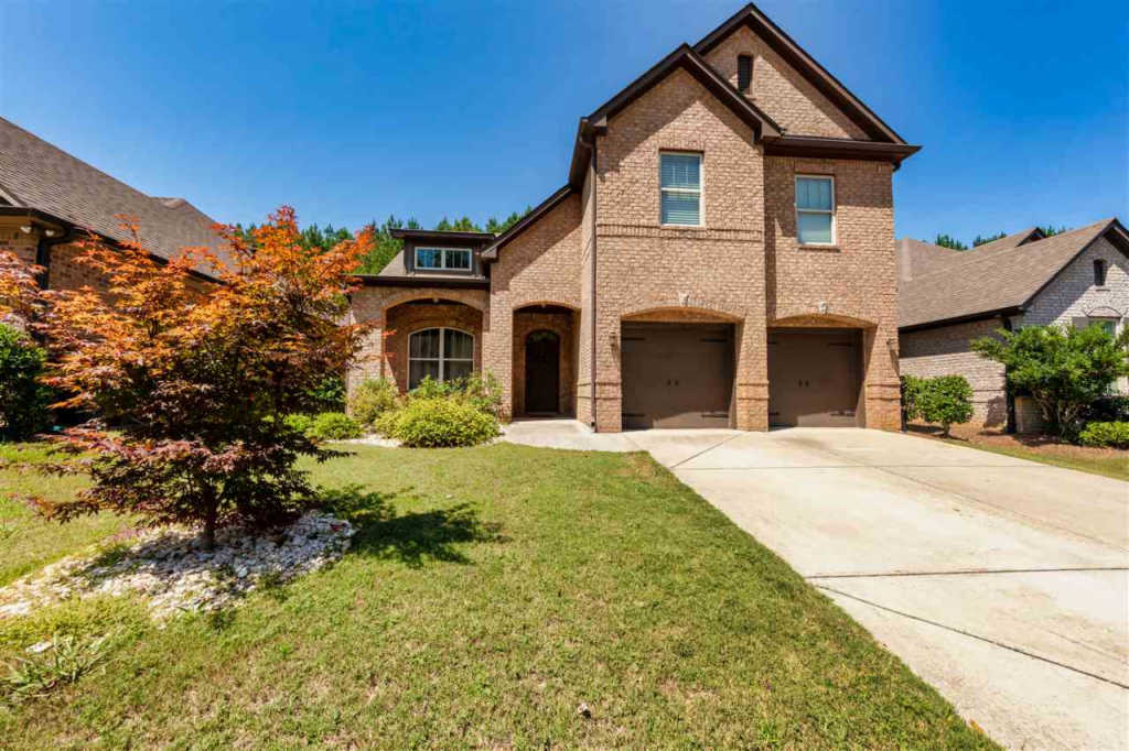 Photo of home for sale at 5501 Park Side Cir, Hoover AL