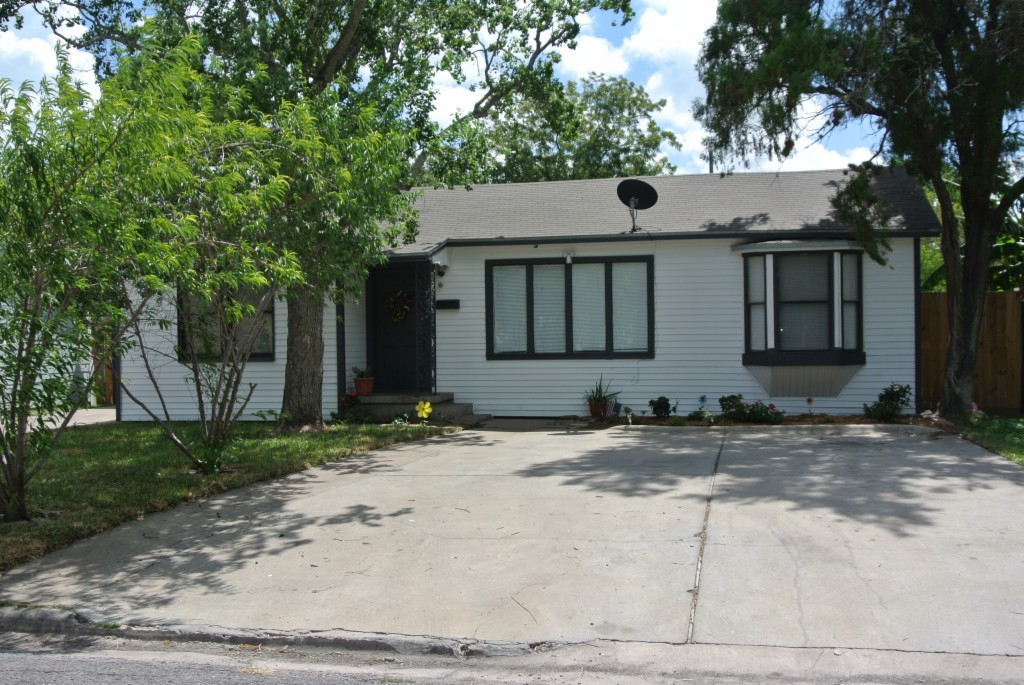 3633 Harris Dr, Corpus Christi in Nueces County County, TX 78411 Home for Sale