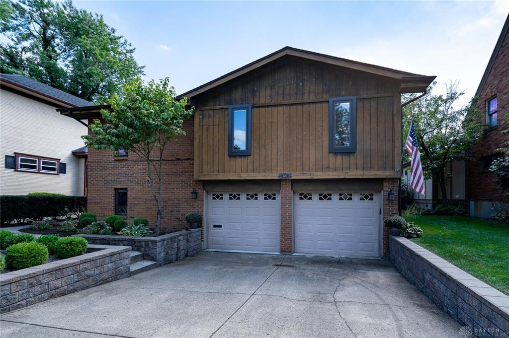 Photo of home for sale at 226 Aberdeen Avenue, Oakwood OH