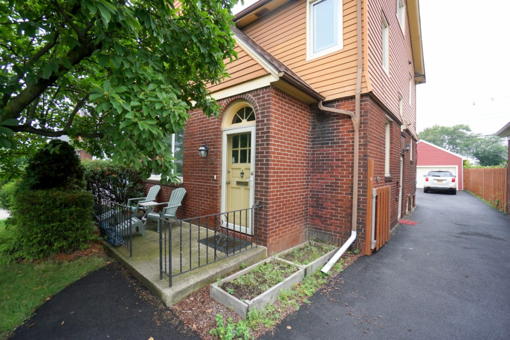 Photo of home for sale at 237 Tremont Avenue, Tonawanda-town NY