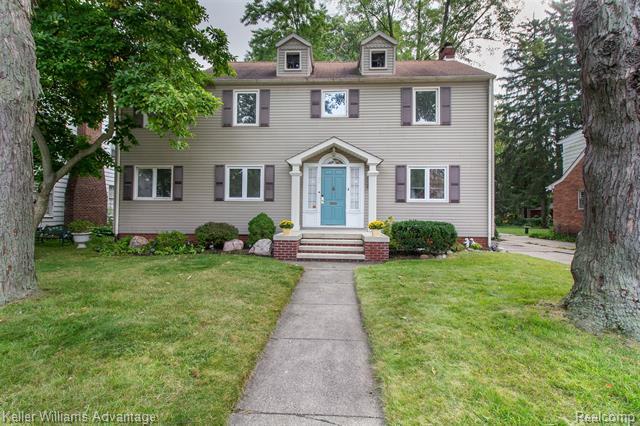 Photo of home for sale at 1038 Oakridge Avenue, Royal Oak MI