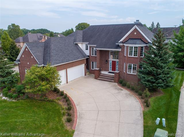 Photo of home for sale at 801 Canyon Creek Court, Rochester Hills MI