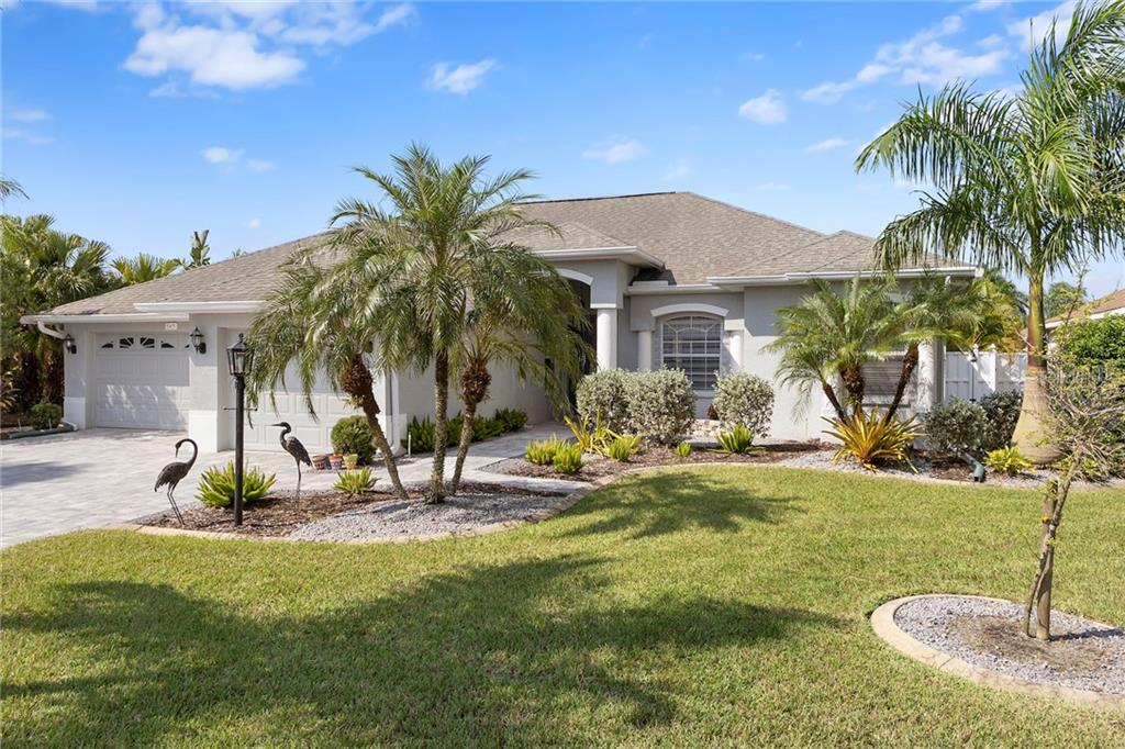 Photo of home for sale at 545 PLANTERS MANOR WAY, Bradenton FL