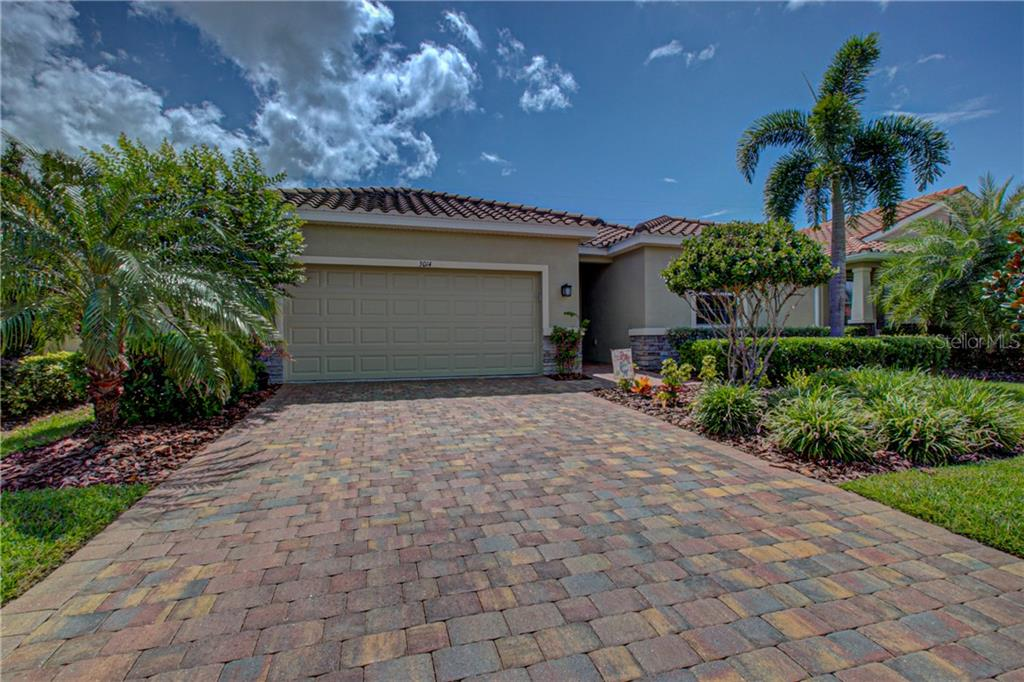 Photo of home for sale at 3014 ORIOLE DRIVE, Sarasota FL