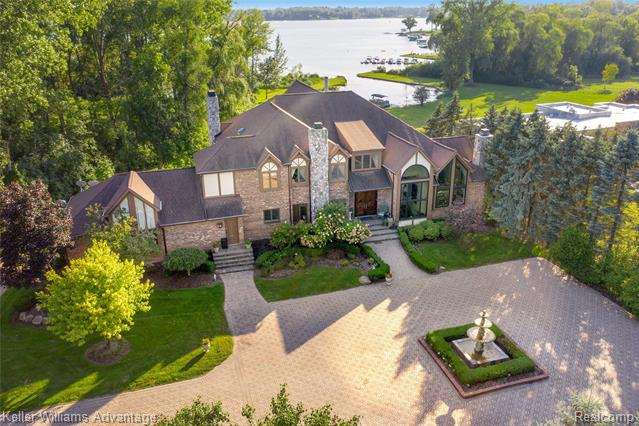 Photo of home for sale at 2035 Lone Pine Road, West Bloomfield Township MI