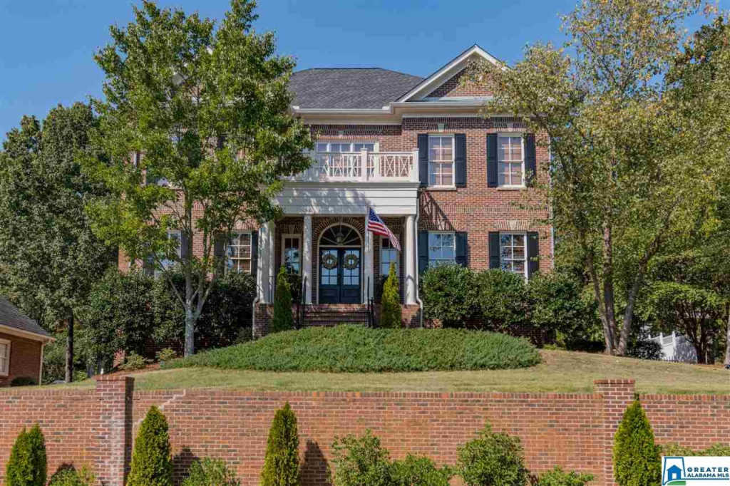 Photo of home for sale at 608 Lake Crest Dr, Hoover AL