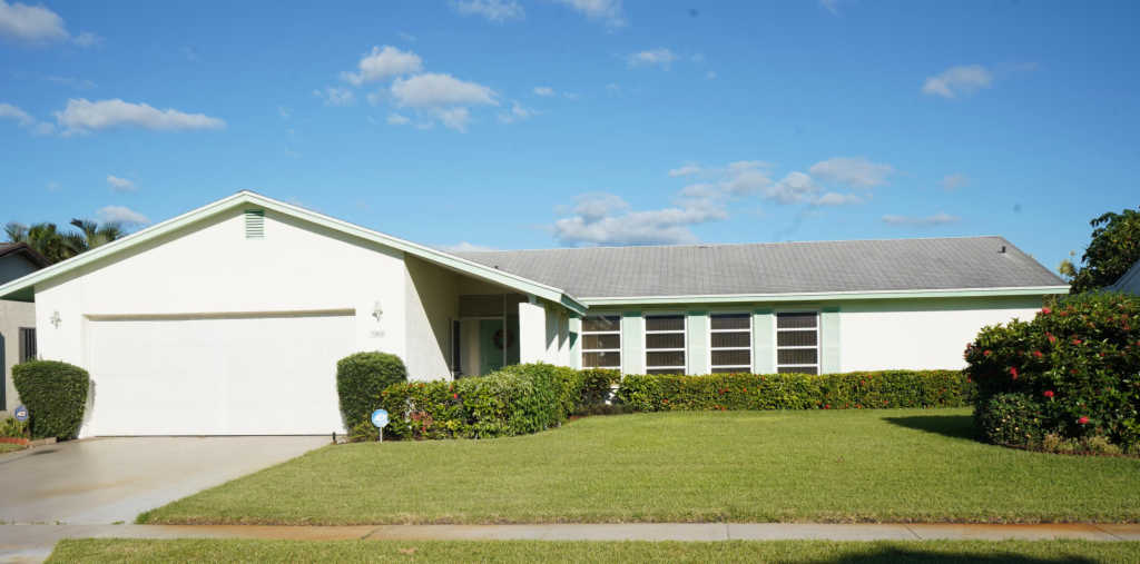 Photo of home for sale at 3808 Beresford Road, West Palm Beach FL
