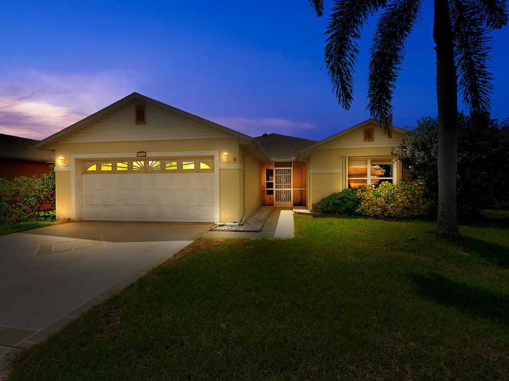 Photo of home for sale at 6704 Picante Circle, Fort Pierce FL