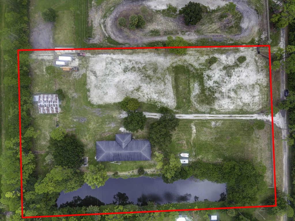 Photo of home for sale at 9703 Patricia Lane, Jupiter FL