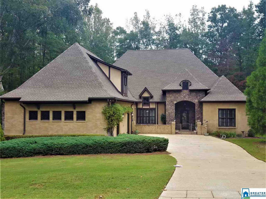 Photo of home for sale at 101 Courtyard Dr, Chelsea AL