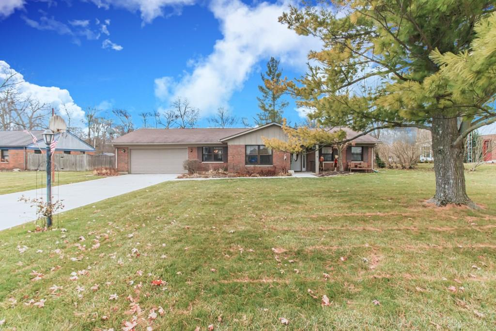 Photo of home for sale at 3121 Claydor Drive, Beavercreek OH