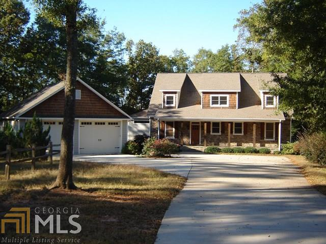 Photo of home for sale at 209 Little Lightwood Pt, Hartwell GA