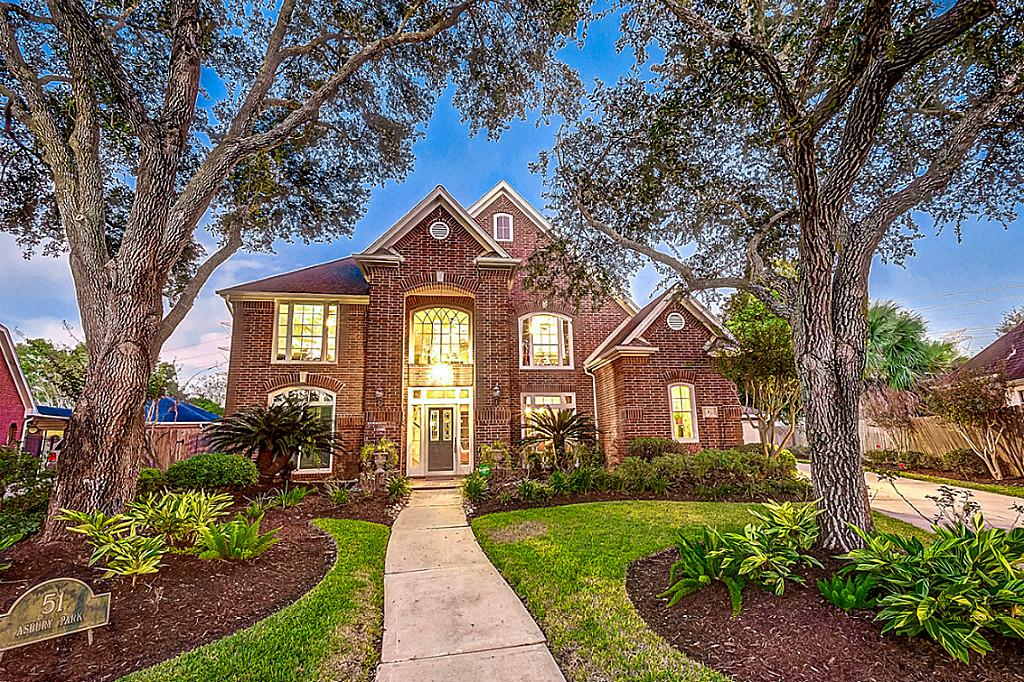 Photo of home for sale at 51 Asbury Park, Sugar Land TX