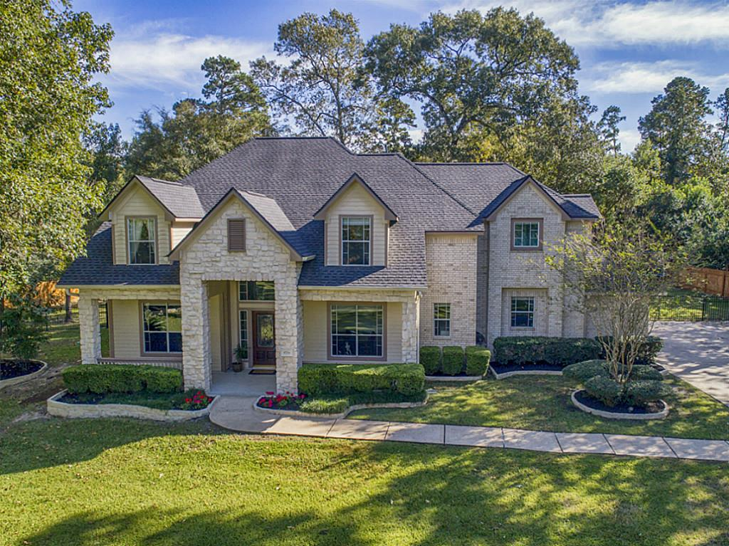 Photo of home for sale at 8714 Sunset Heights Lane, Conroe TX
