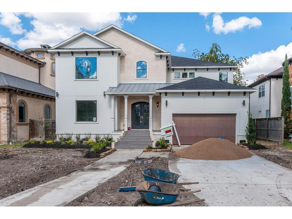 Photo of home for sale at 4626 Cedar Oaks Lane, Bellaire TX