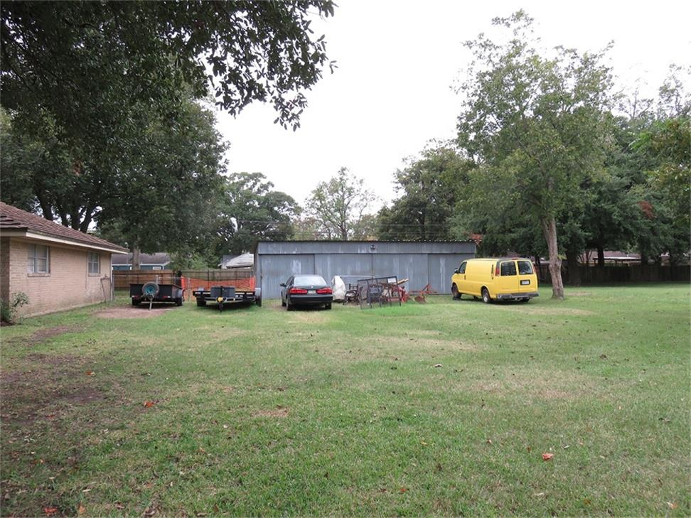 Photo of home for sale at 401 Corwin Street, Houston TX