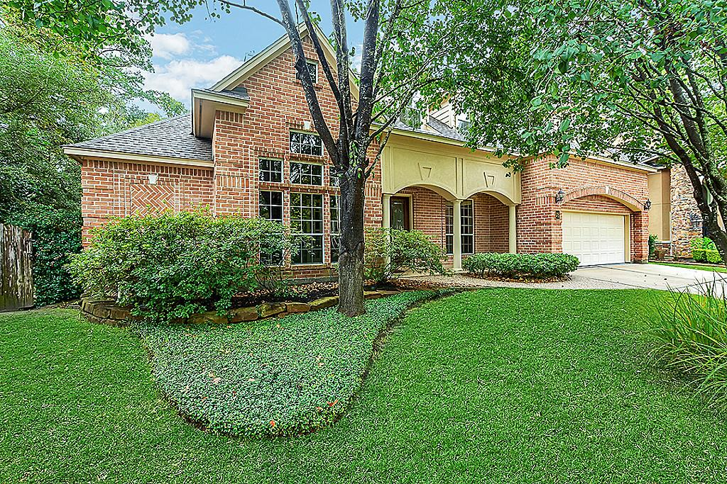 Photo of home for sale at 78 S Horizon Ridge Court, The Woodlands TX