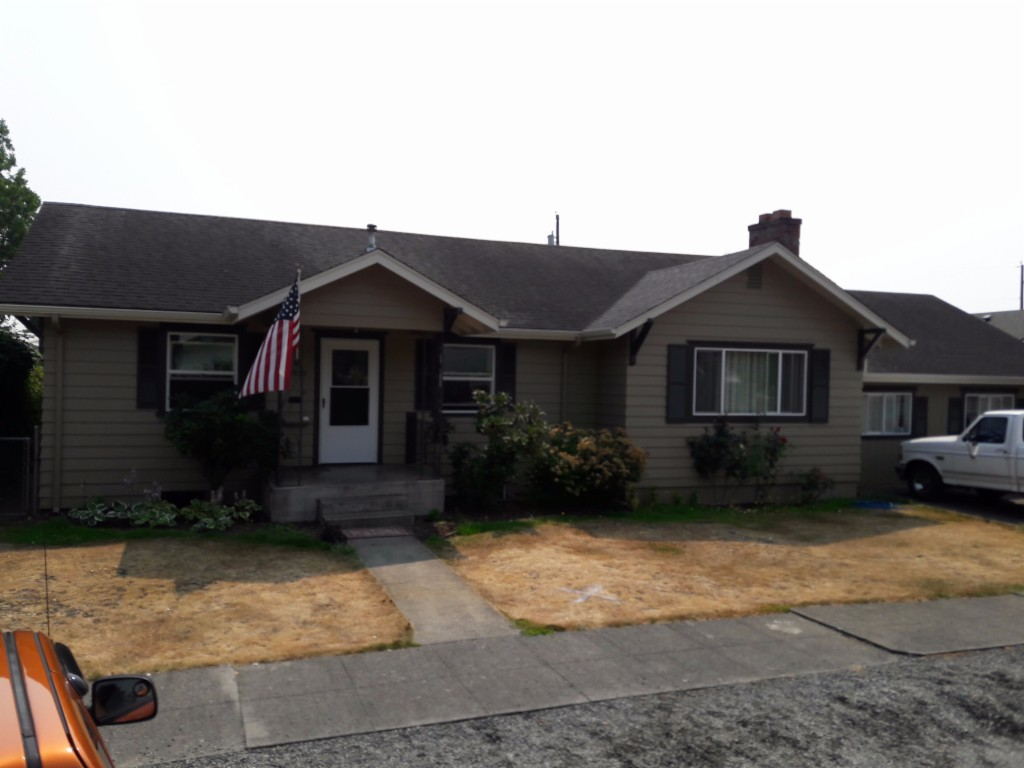 Photo of home for sale at 1810 7th St, Marysville WA