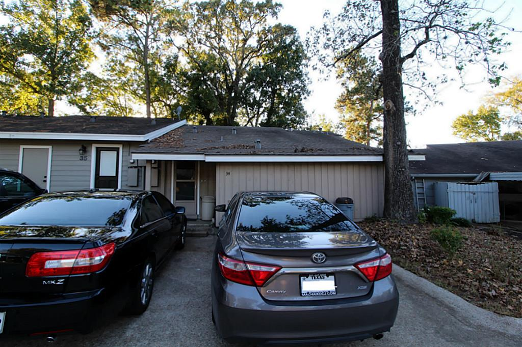 Photo of home for sale at 34 April Vlg, Conroe TX