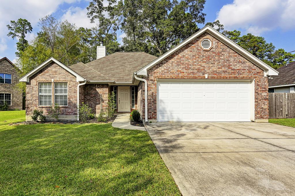 Photo of home for sale at 1230 Chateau Woods, Conroe TX