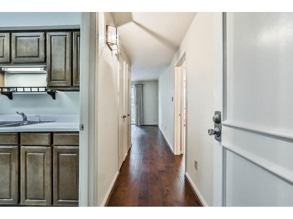 Photo of home for sale at 2475 Underwood Street, Houston TX