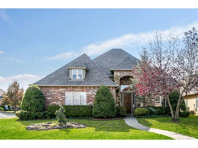 Photo of home for sale at 11842 Pittsburg Avenue S, Tulsa OK