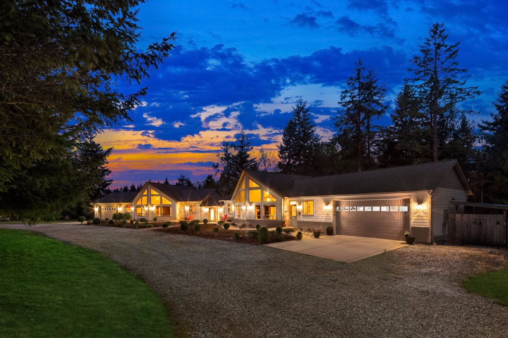 Photo of home for sale at 12604 18th Ave Nw, Tulalip WA