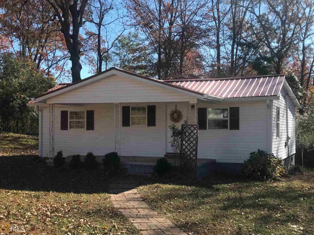 Photo of home for sale at 1012 Piedmont Way, Gainesville GA