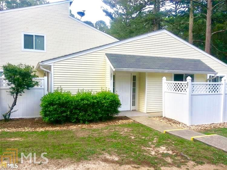 Photo of home for sale at 201 Twiggs Corner, Peachtree City GA