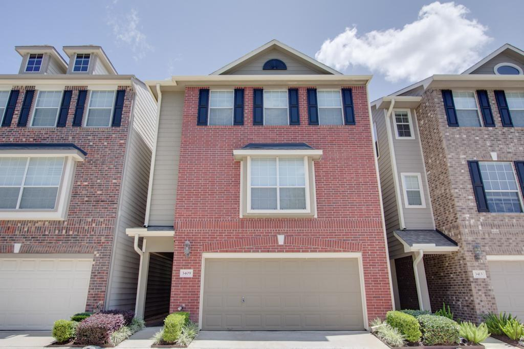 Photo of home for sale at 3409 Skyline Village Trail, Houston TX