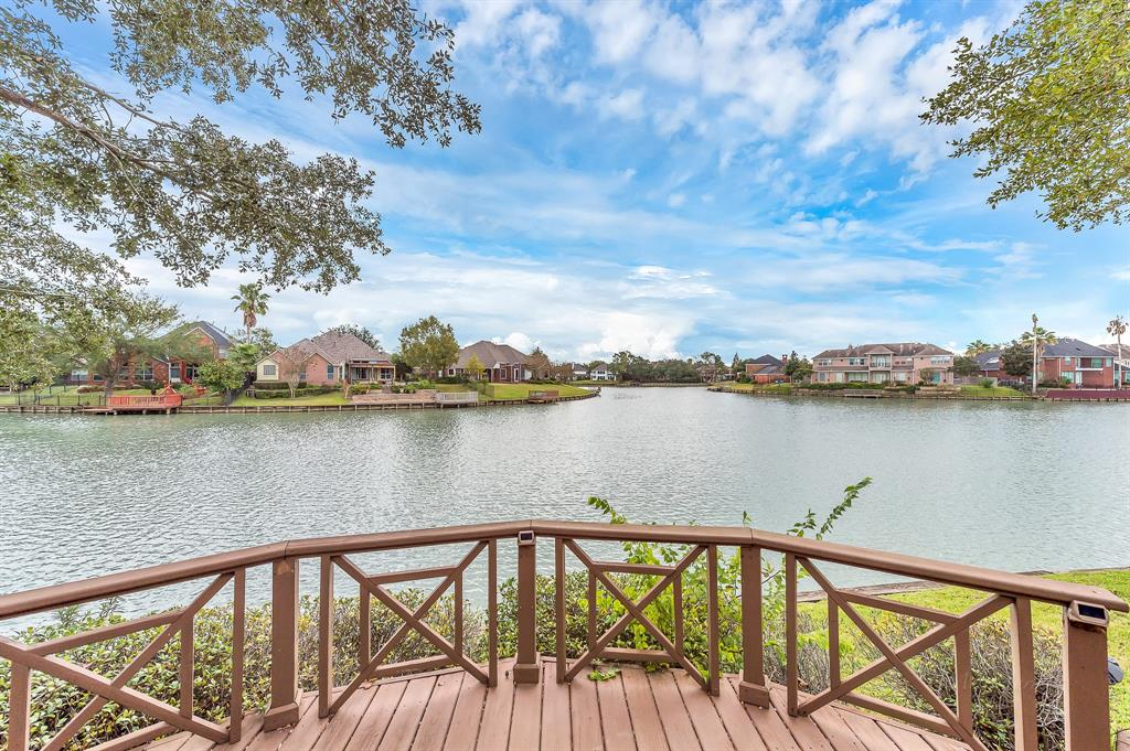 Photo of home for sale at 414 Arctic Tern Court, Sugar Land TX