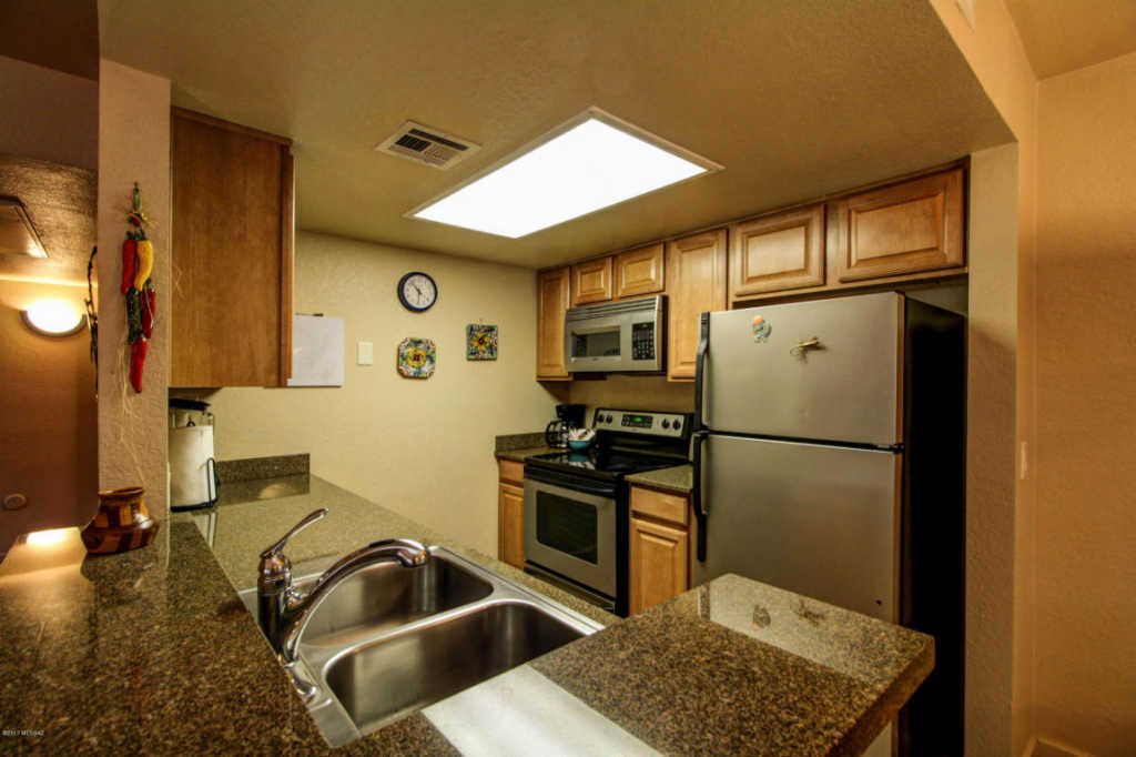 Photo of home for sale at 101 Players Club Drive S, Tucson AZ