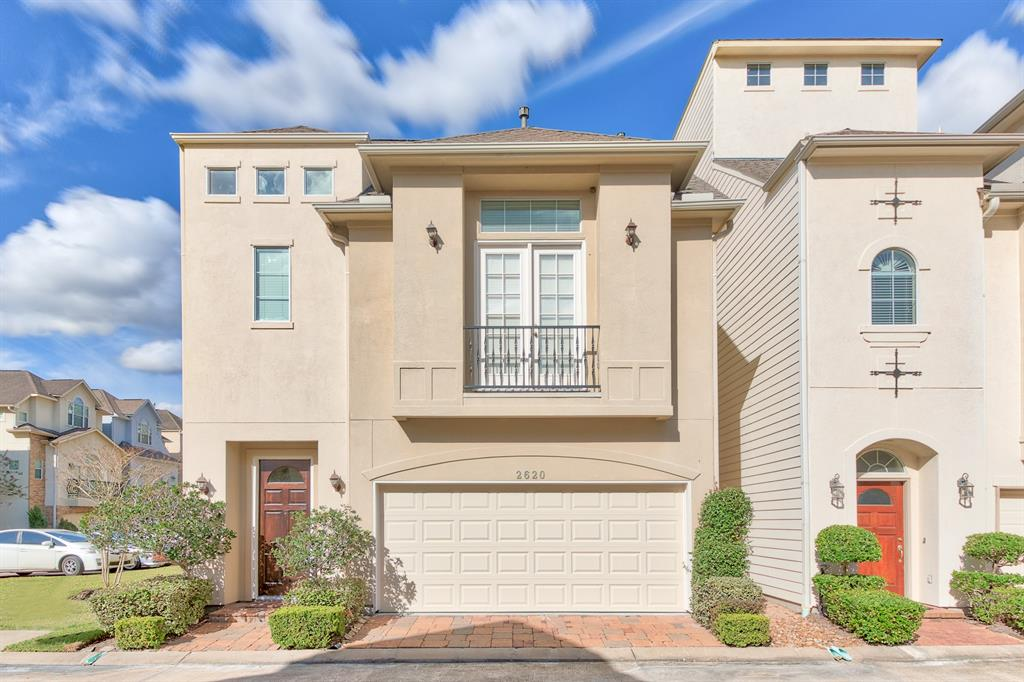 Photo of home for sale at 2620 Cheshire Oaks Drive, Houston TX
