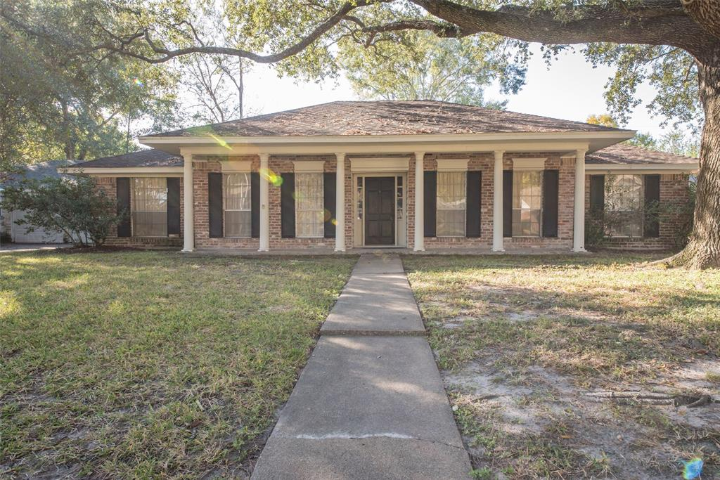 Photo of home for sale at 2511 Hollow Hook Road, Houston TX