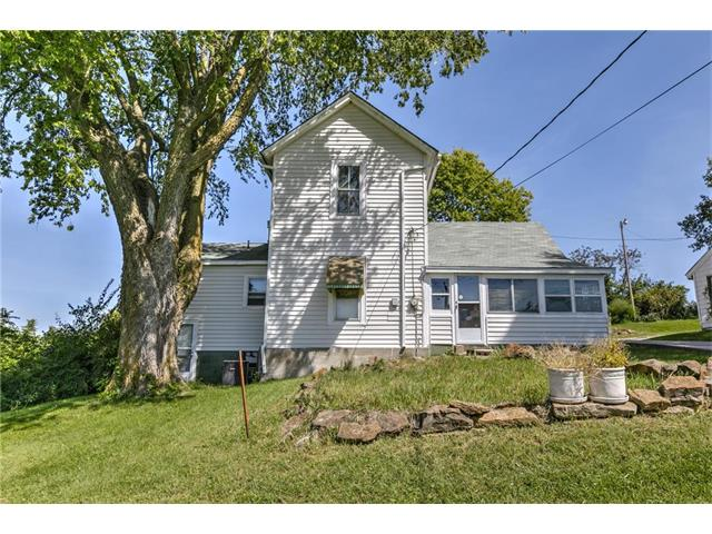 Photo of home for sale at 10701 Reinking Road N, Kansas City MO