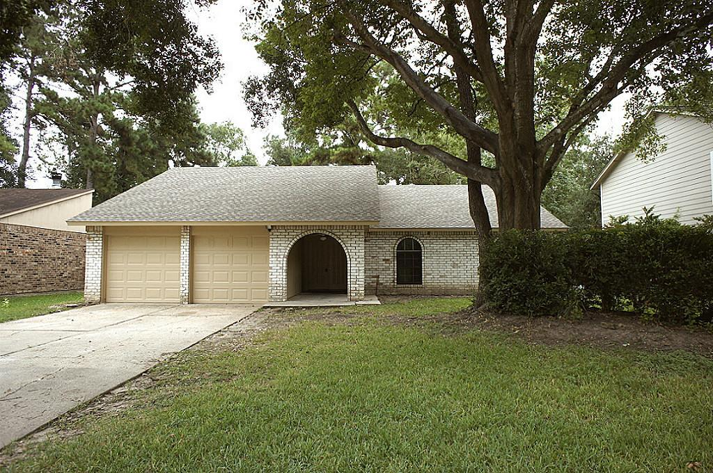 Photo of home for sale at 3218 Sycamore Springs Drive, Kingwood TX