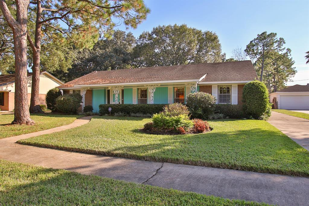 Photo of home for sale at 5735 Stillbrooke Drive, Houston TX