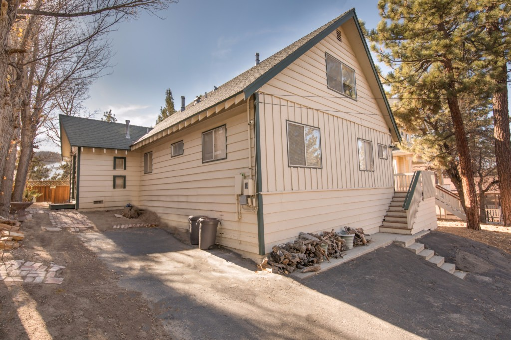 Photo of home for sale at 1035 Butte Avenue, Big Bear City CA