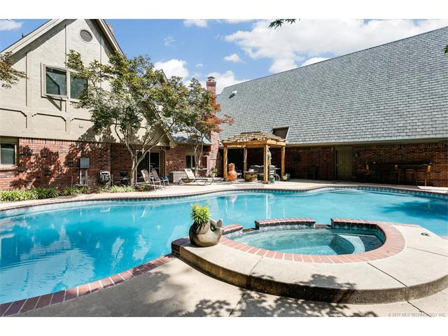 Photo of home for sale at 10626 70th East Avenue S, Tulsa OK