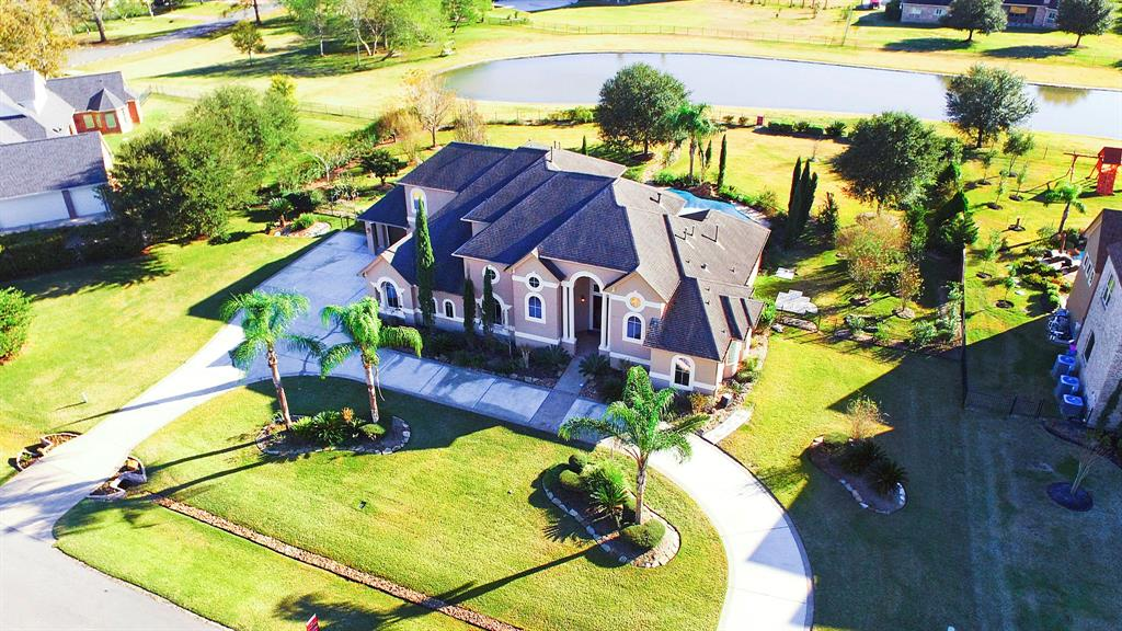 Photo of home for sale at 2411 Parrot Shell Lane, Richmond TX