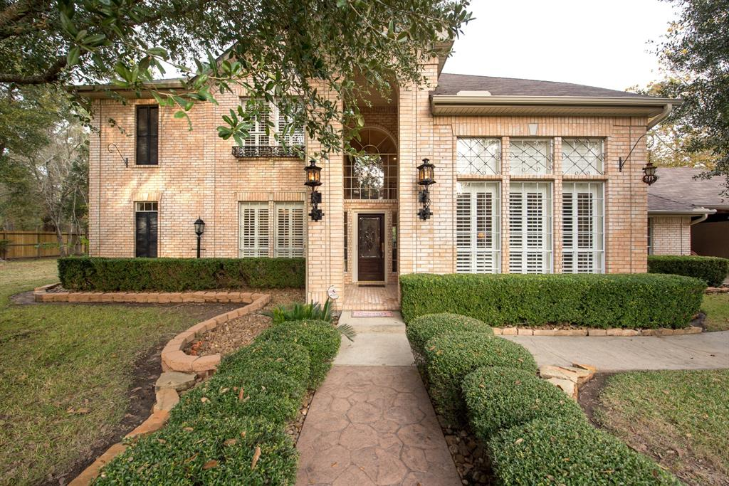 Photo of home for sale at 749 Stone Mountain Drive, Conroe TX