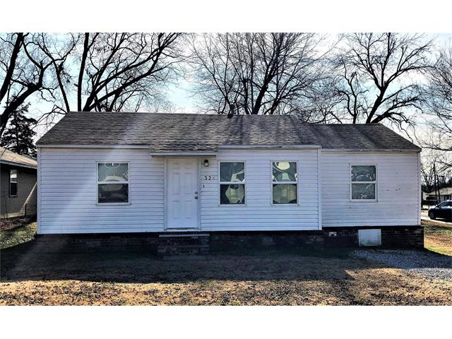 Photo of home for sale at 324 Cypress Street W, Coweta OK