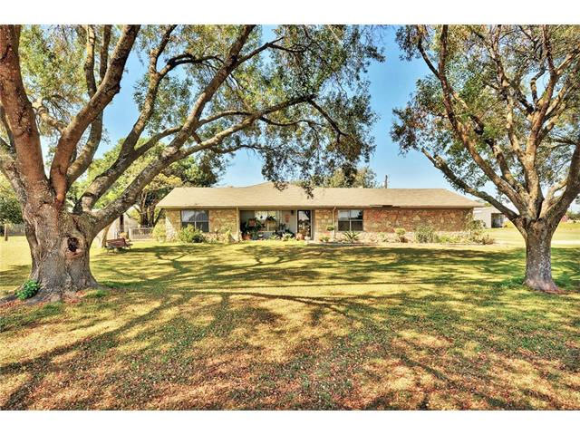 Photo of home for sale at 20006 Panther Loop DR, Pflugerville TX