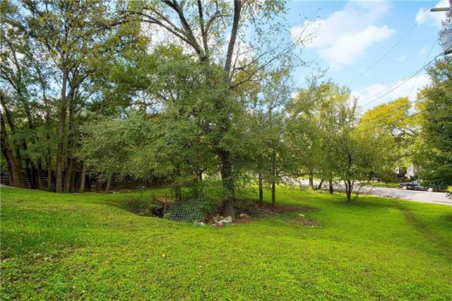 Photo of home for sale at 3923 Leslie AVE, Austin TX