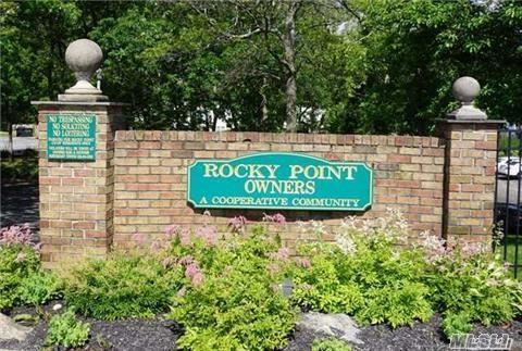Photo of home for sale at 75 Rocky Pt Yaphank, Rocky Point NY