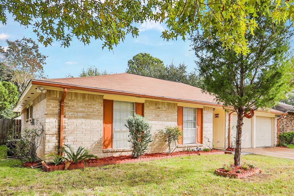 Photo of home for sale at 7238 Sunlight Lane, Houston TX