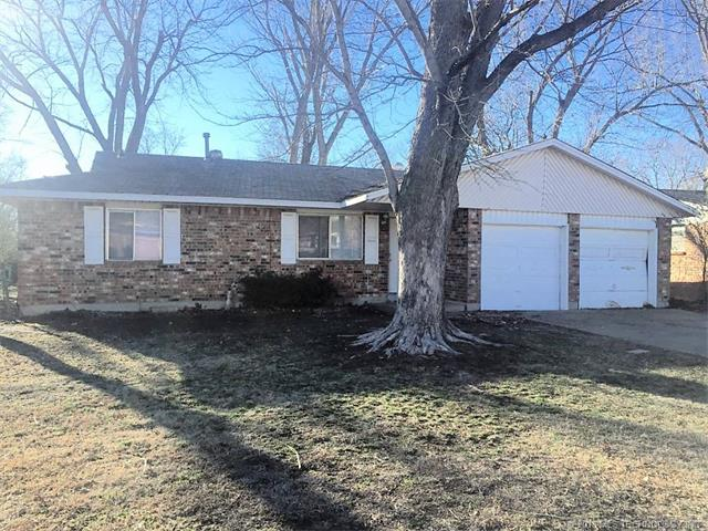 Photo of home for sale at 1644 126th East Avenue S, Tulsa OK