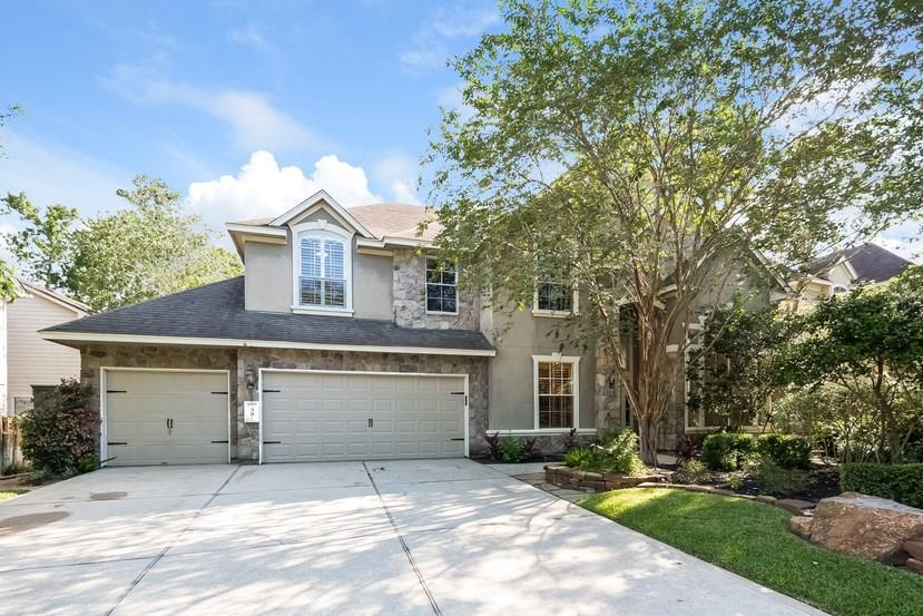 Photo of home for sale at 30 Altwood Circle S, The Woodlands TX
