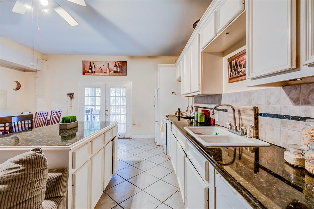 Photo of home for sale at 820 Dorothy Street, Houston TX